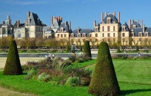 Château-de-Fontainebleau-extérieur-et-parc-_-630x405-_-©-Fotolia